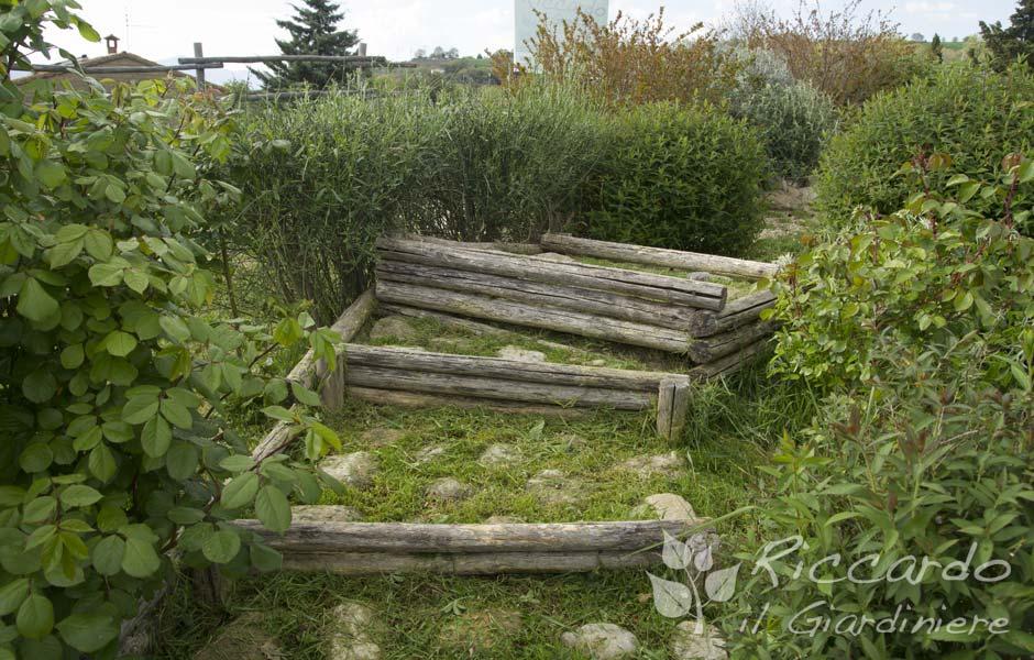Scala da giardino legno e sassi