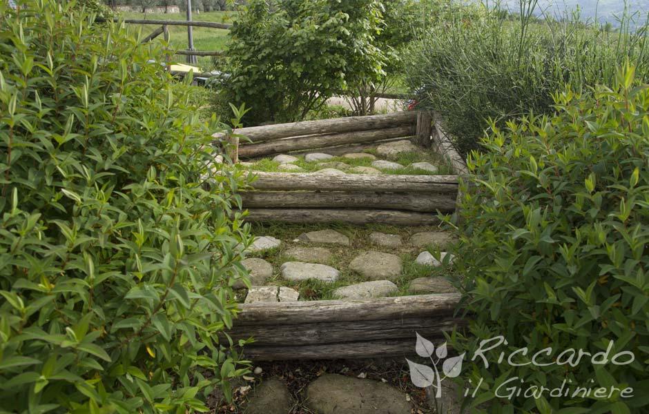 Scala con alzata in legno e pedata con pietre riccardo il giardiniere - Scale in giardino ...